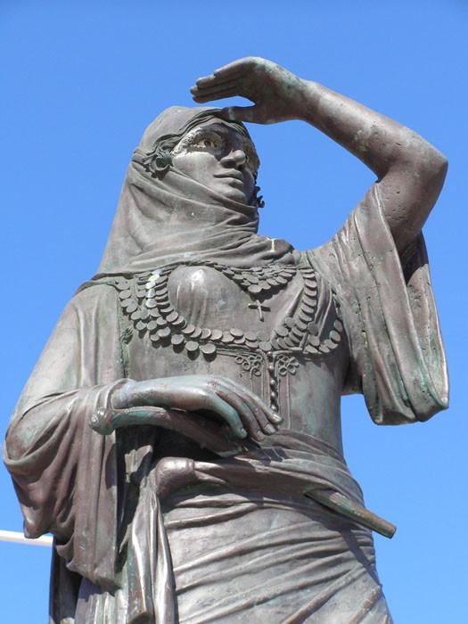 Ласкарина Бубулина памятник