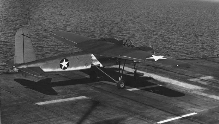 Учебный самолет ATDN-1 на палубе авианосца «Сейбл»