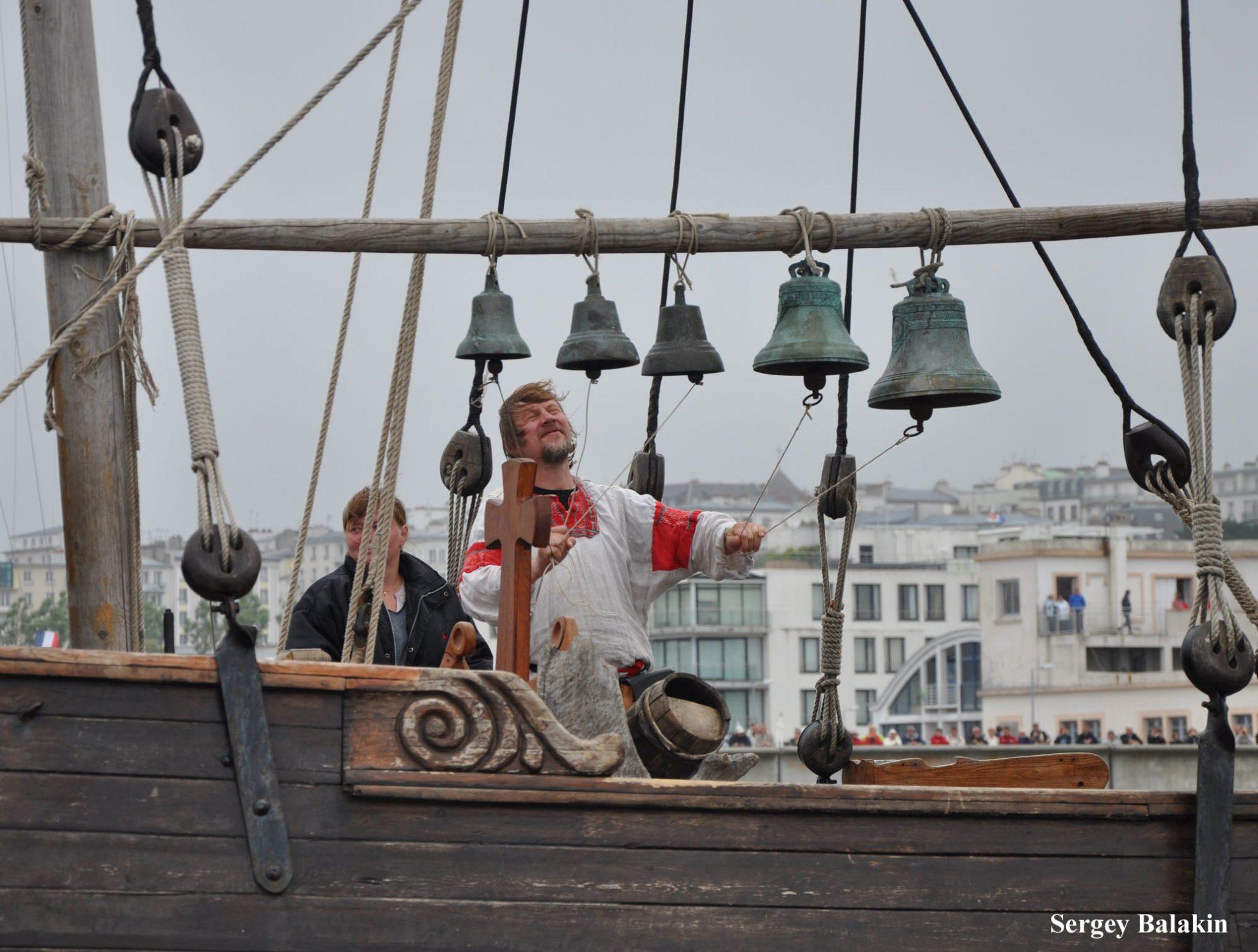 Малая звонница на палубе судна