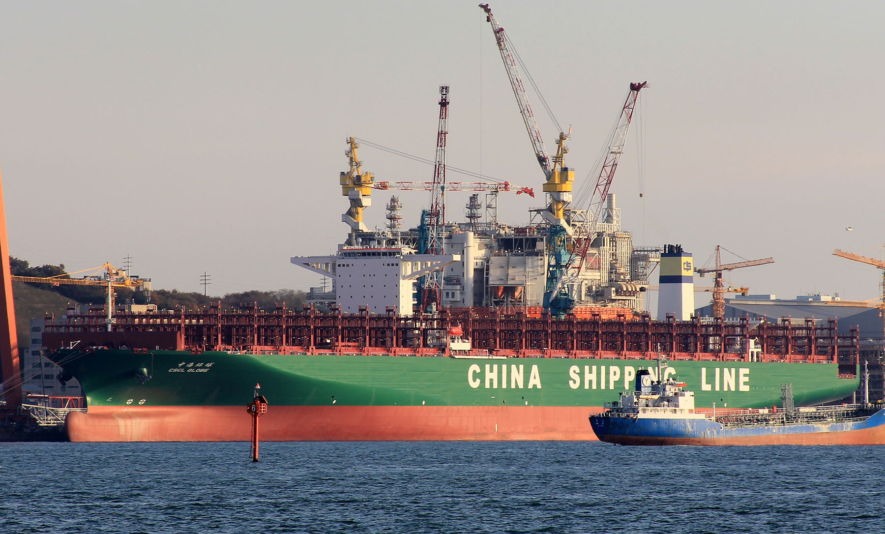 Самый большой контейнеровоз в мире