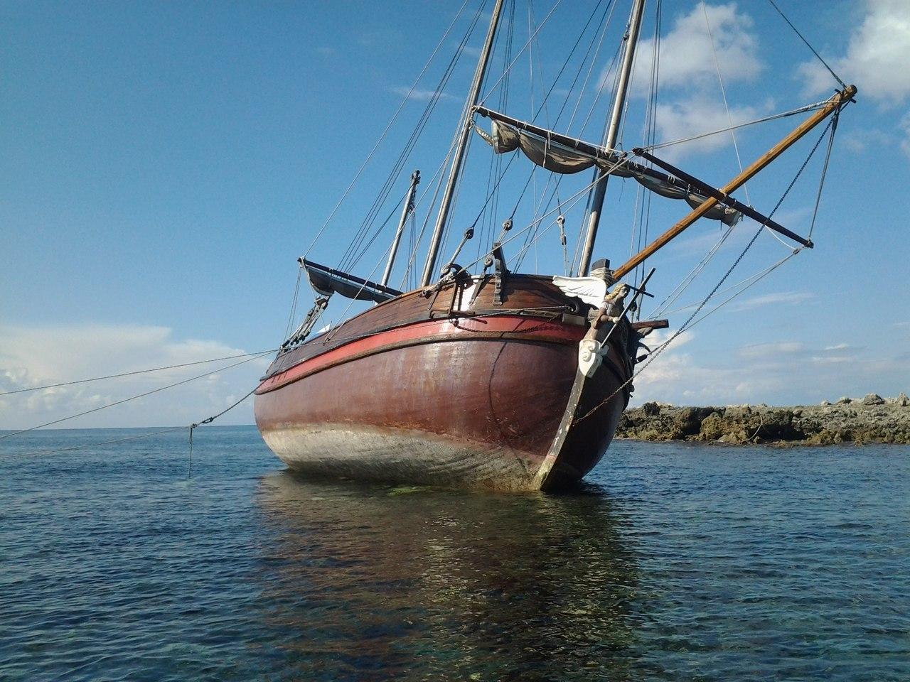 Парусник «Святитель Пётр» терпит бедствие у берегов Греции