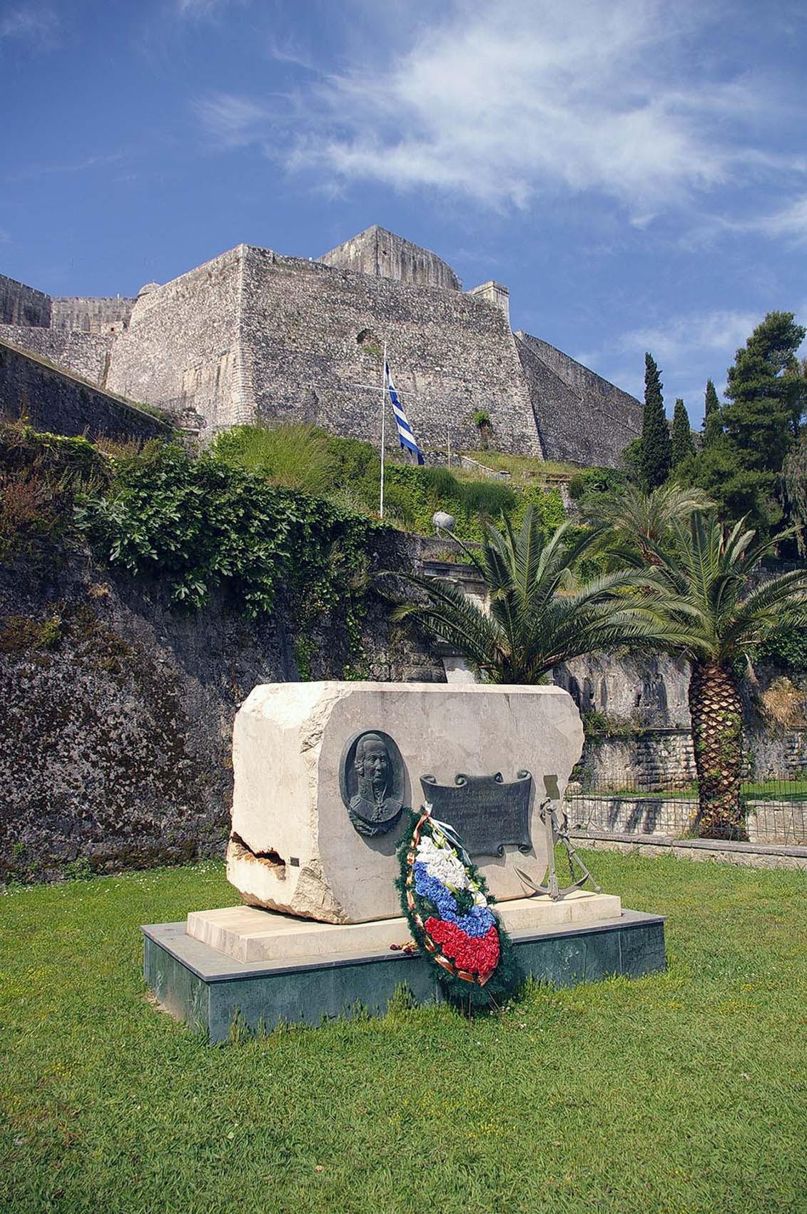 памятник Ф.Ф.Ушакову на острове Керкира