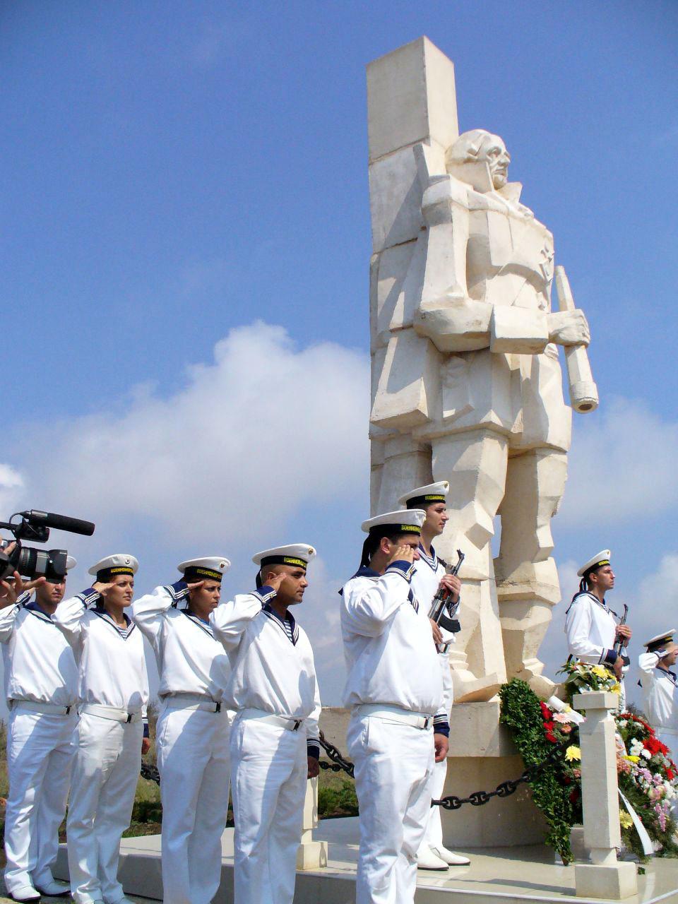 памятник адмиралу Ушакову на мысе Калиакрия