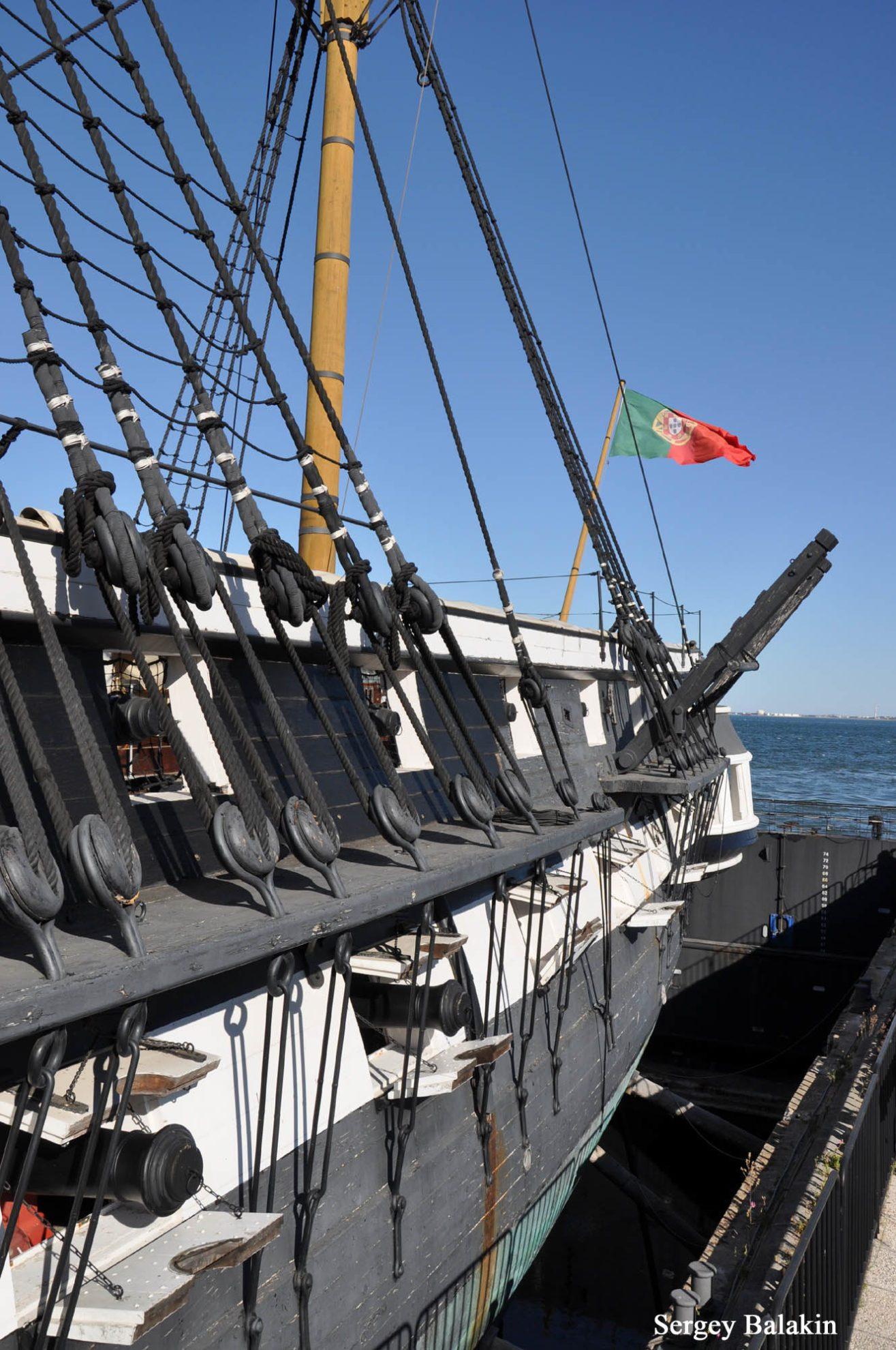 Вид на руслени вант и орудийные порты.