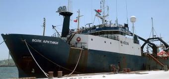 На Камчатке задержано браконьерское судно «Волк Арктики».  Пропал без вести матрос.