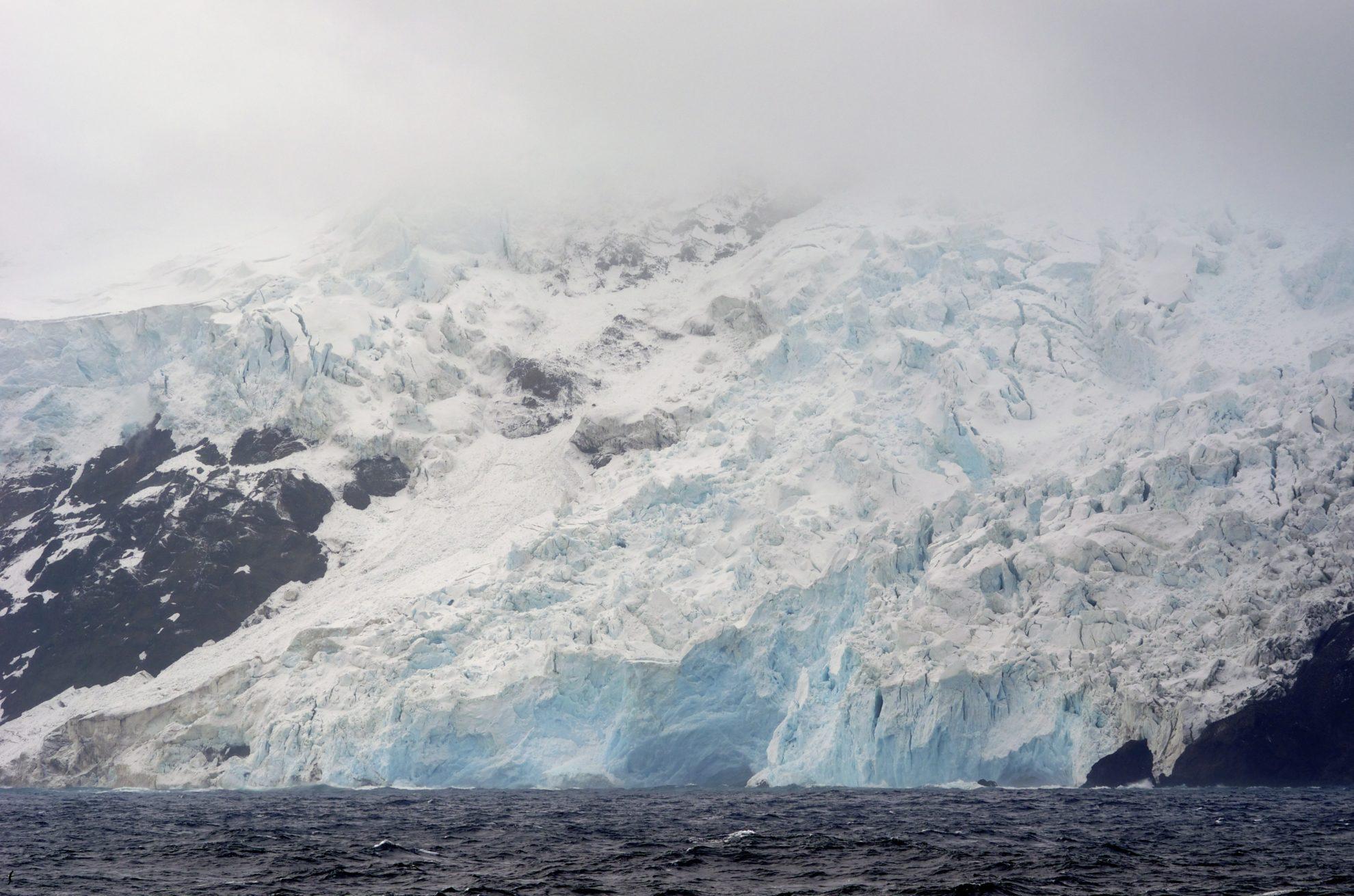 Bouvet_Island_west_coast_glacier