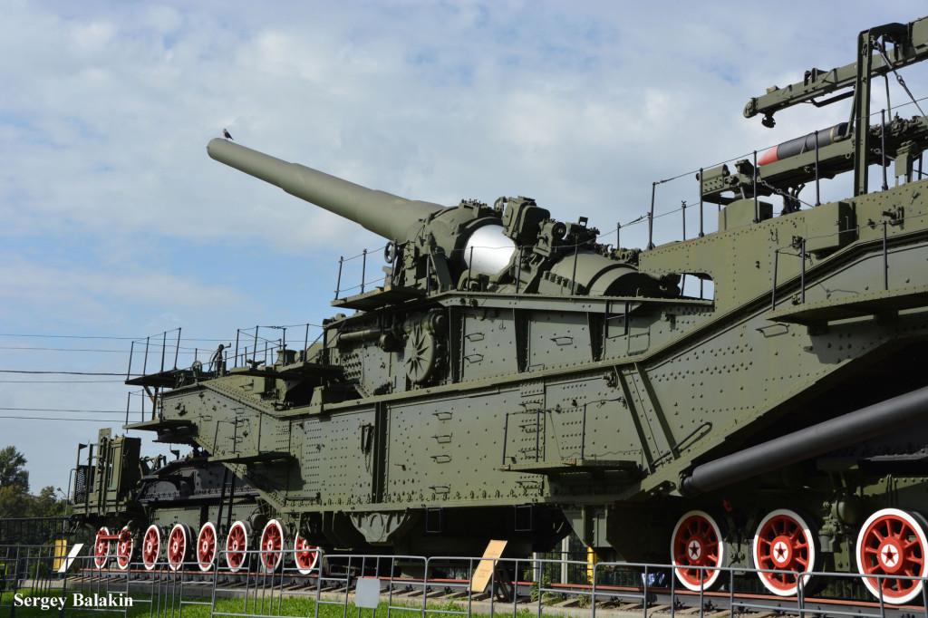 305-мм транспортёр ТМ-III-12 в экспозиции музея Великой Отечественной войны на Поклонной горе.