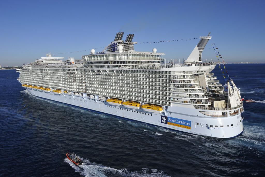 «Oasis of the Seas» прибывает в порт приписки Форт Лодердейл (Флорида), ноябрь 2009 г.