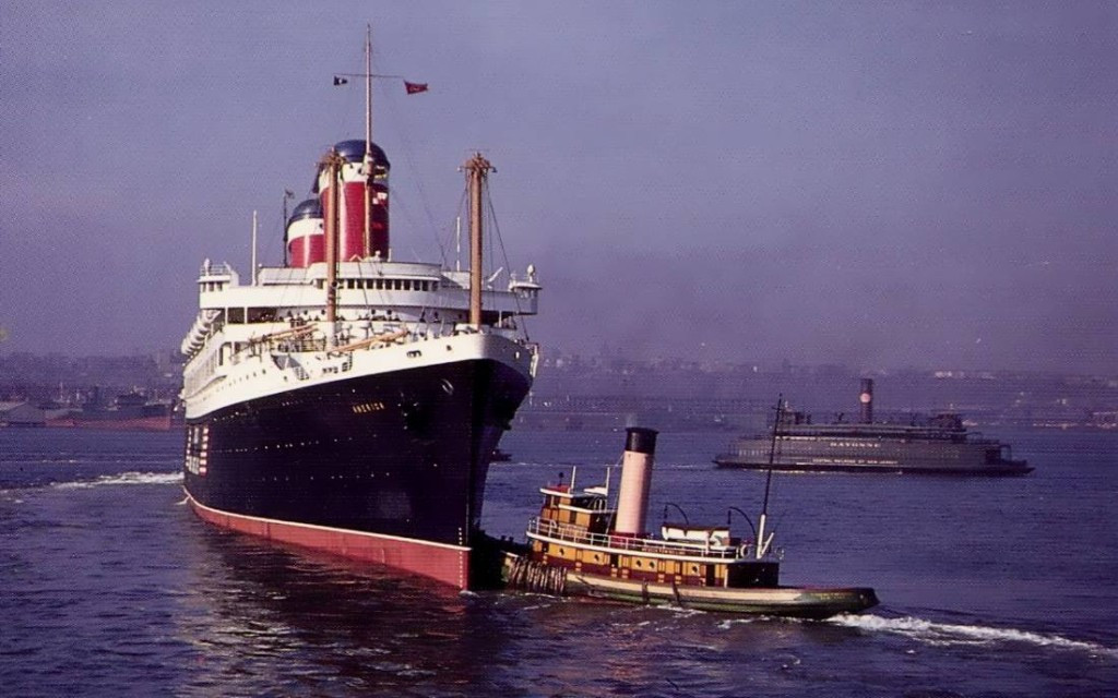 «Америка» в порту Нью-Йорка.