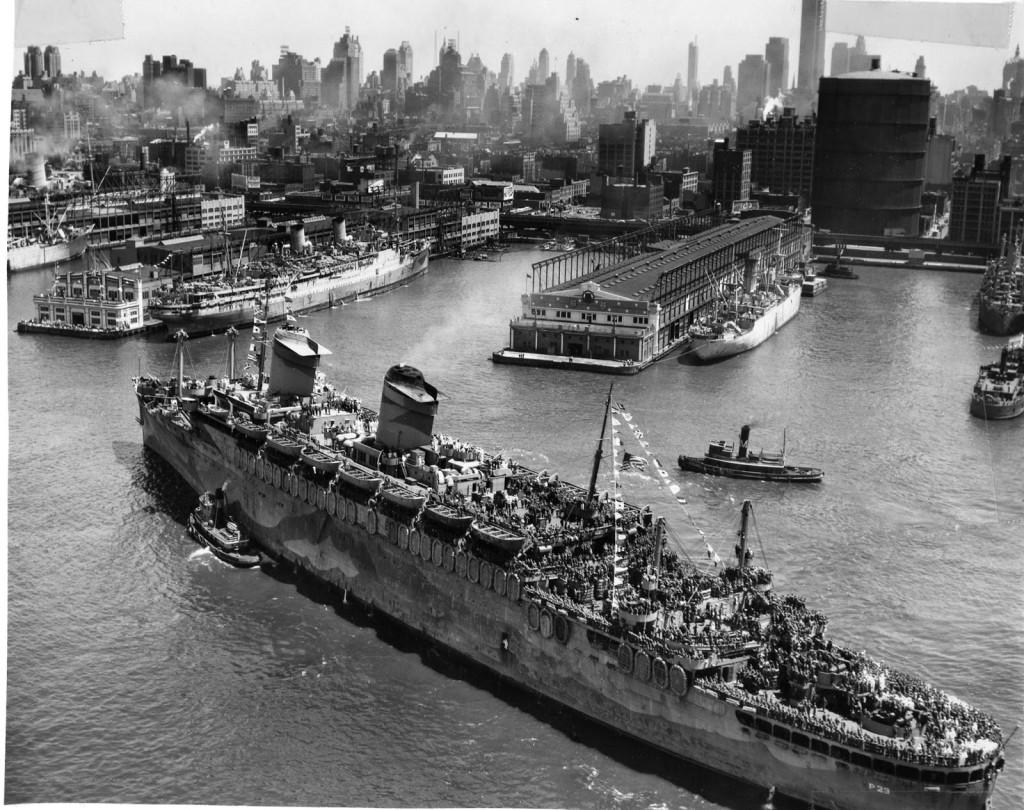 «Вест Пойнт» прибыл из Европы в Нью-Йорк  с 7607 солдатами и офицерами американской армии, 11 июля 1945 г.