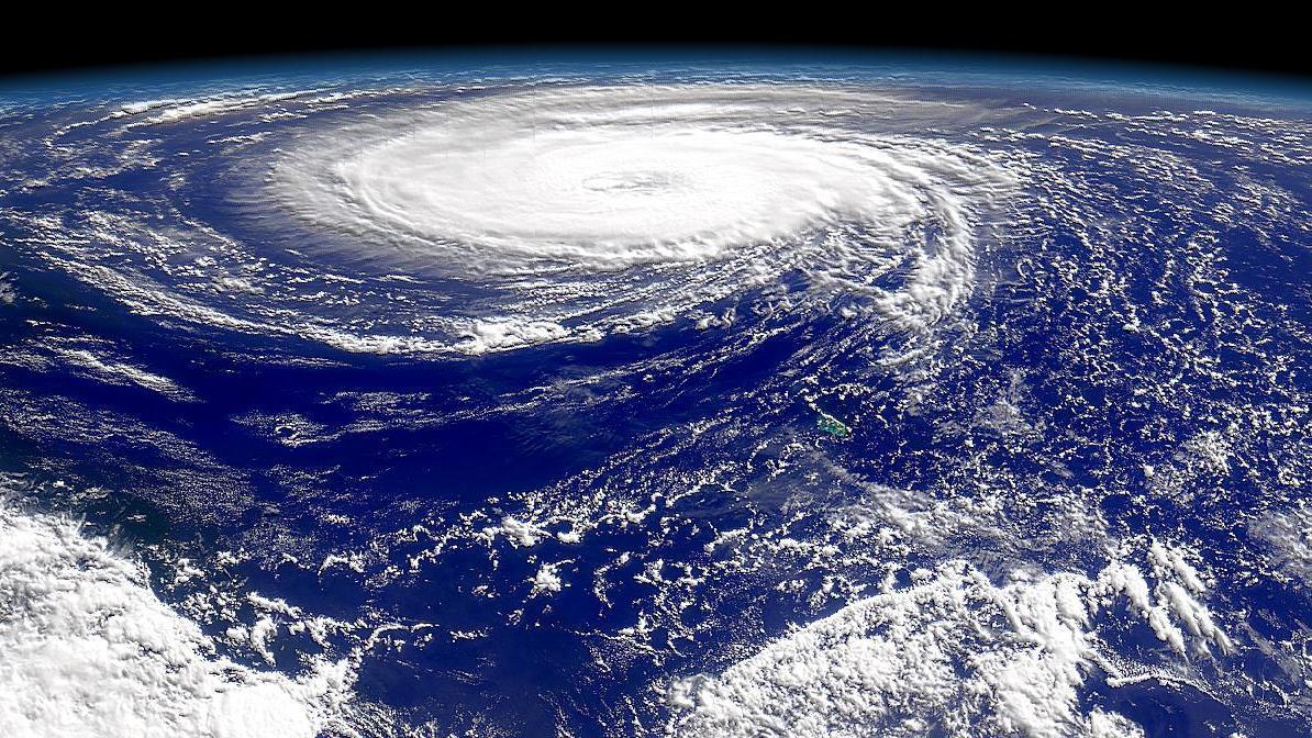 Сезонное явление в тихом океане - циклоны