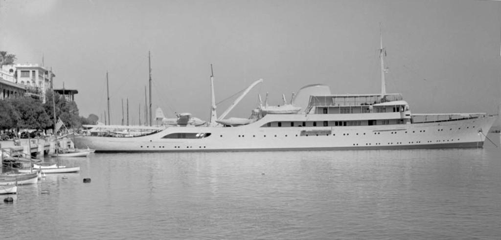 «Christina» вскоре после вступления в строй, с гидросамолётом на борту