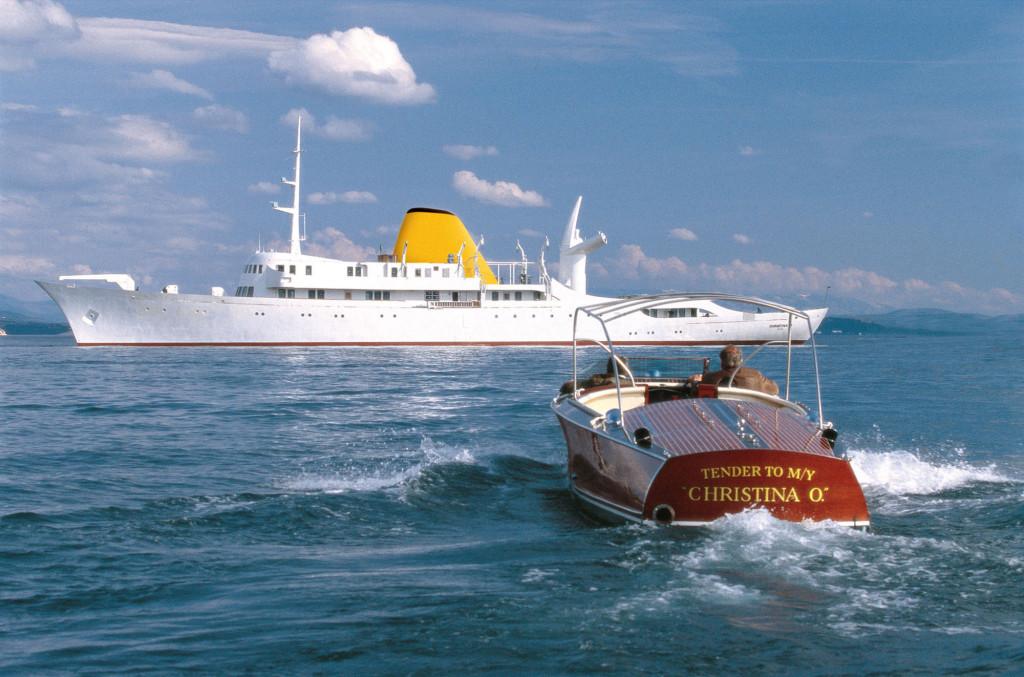 На борту суперъяхты есть винтажные катера, используемые в качестве тендеров для доставки пассажиров с рейда на берег