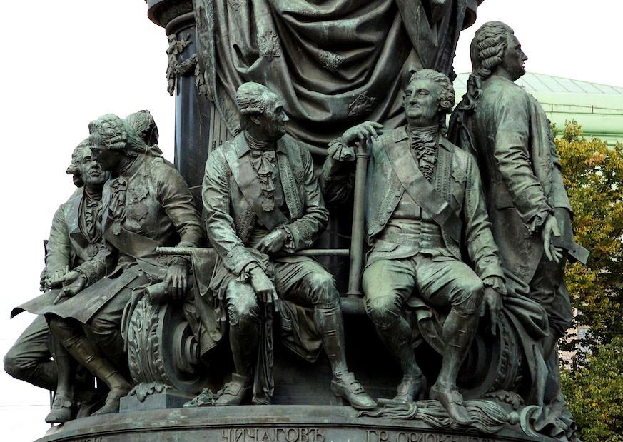Адмирал Василий Чичагов и граф Орлов-Чесменский на памятнике Екатерине II в Санкт-Петербурге
