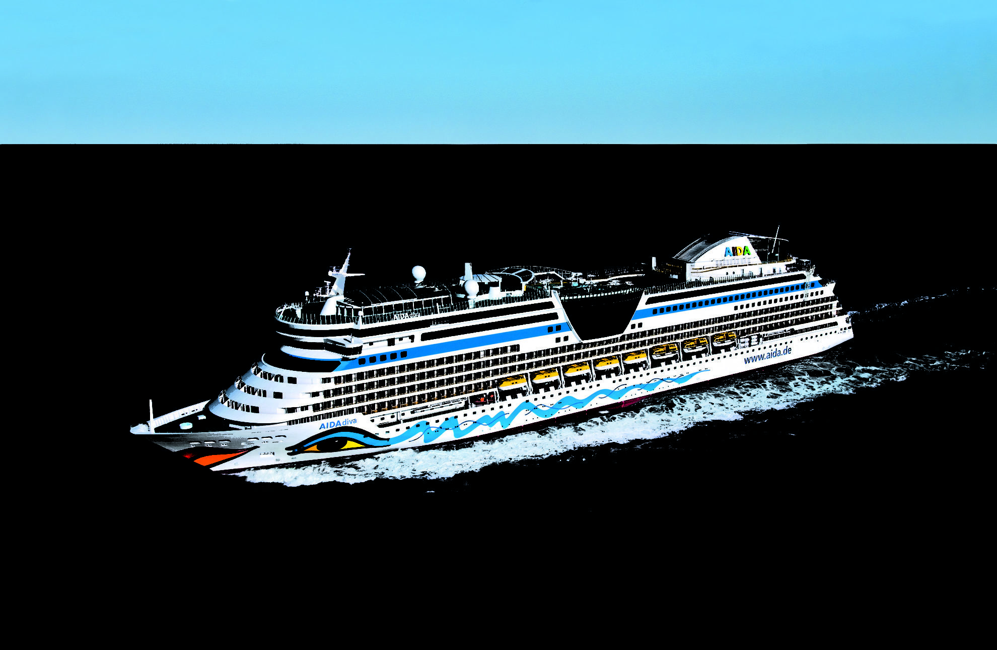 Лайнер AIDA Diva в Северном море.