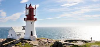 Маяк Линдеснес – старейший маяк Норвегии.