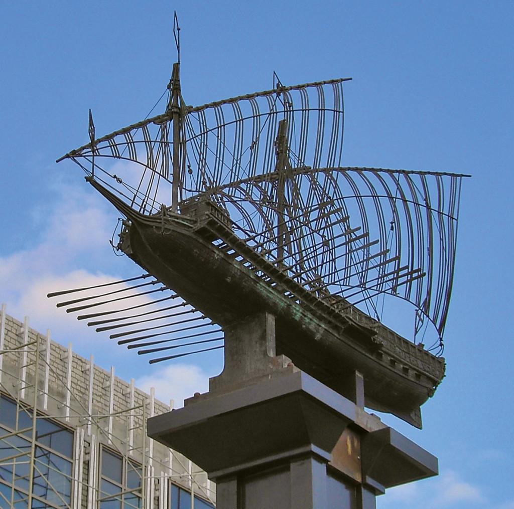 Памятник галере «Тверь» в Казани, скульптор М.Щепин