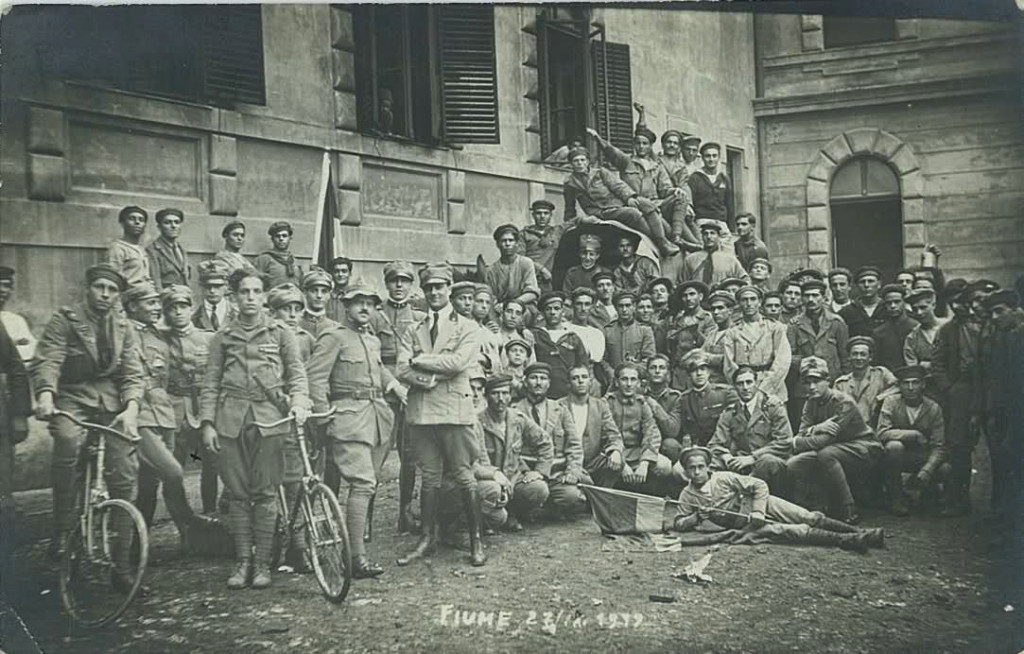 Команданте д'Аннунцио (в центре) и его гвардия – «ардити», 1919 г.