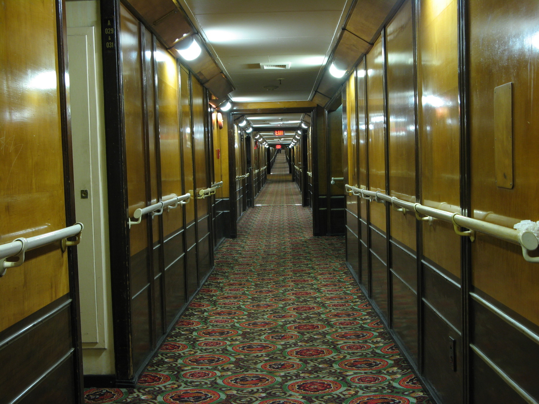 20081106015730!Queen_Mary_Hotel_Cabin_Corridor