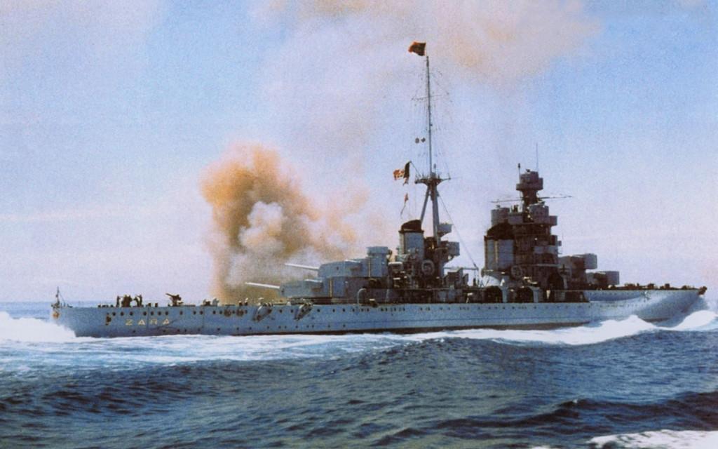 Тяжёлый крейсер «Зара» ведёт огонь главным калибром