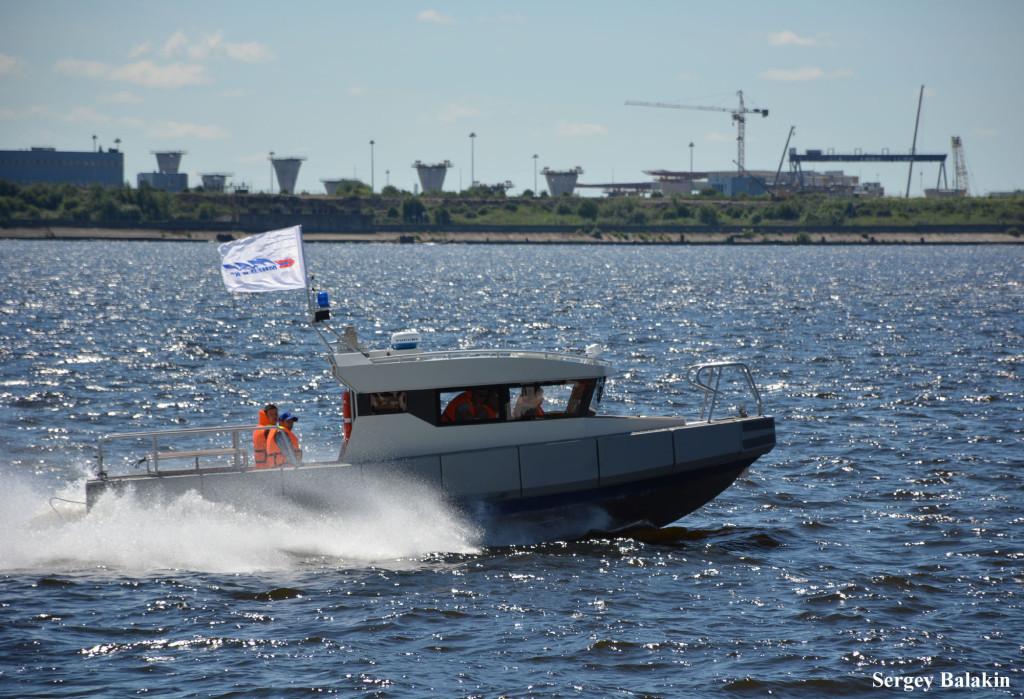 Многие из катеров-участников МВМС были представлены в действии. Например, этот скоростной катер производства фирмы «Мнёв и Ко»…