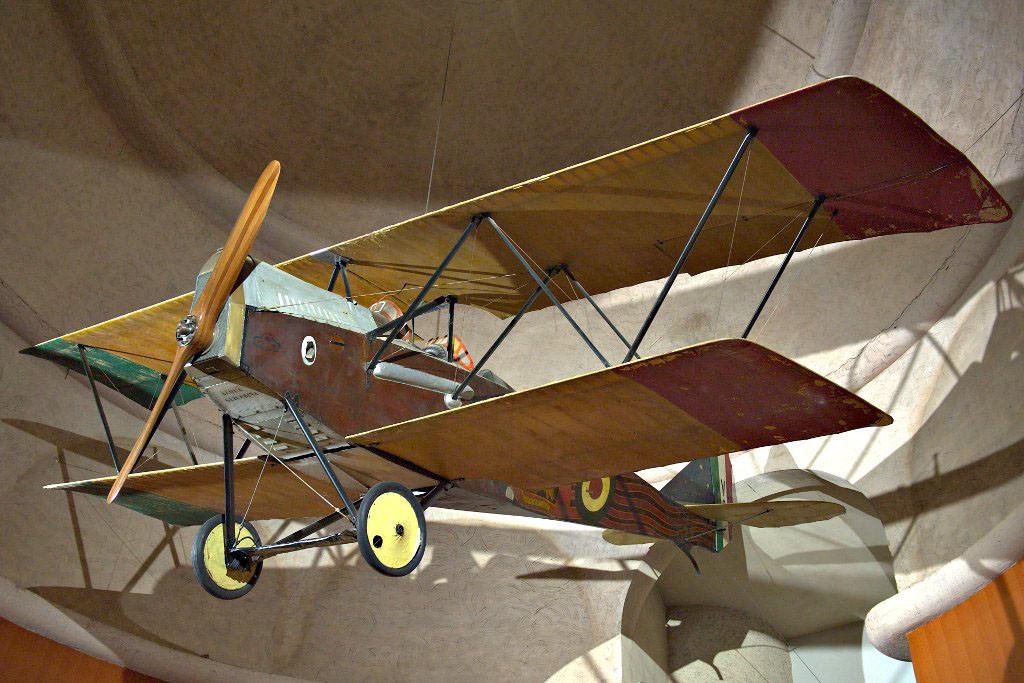 И ещё один – биплан Ансальдо SVA.9, на котором д'Аннунцио когда-то летал «бомбить» Вену листовками