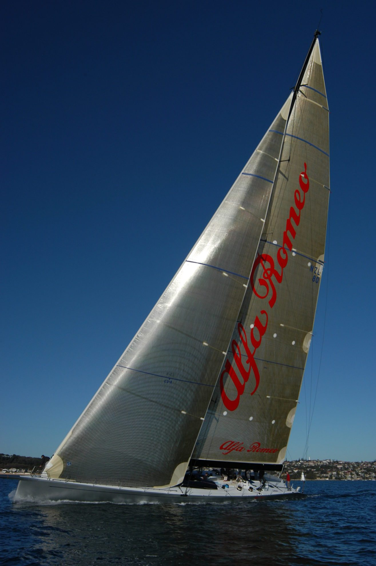 Новозеландская яхта Alfa Romeo II
