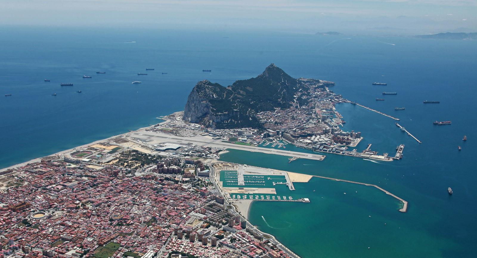 Гибралтар с высоты птичьего полета.