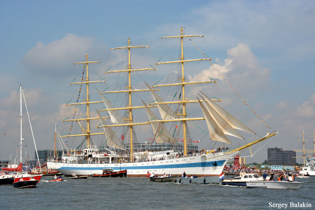 Парусный корабль (фрегат) «Мир» в канале Эй, 19 августа 2015 г.