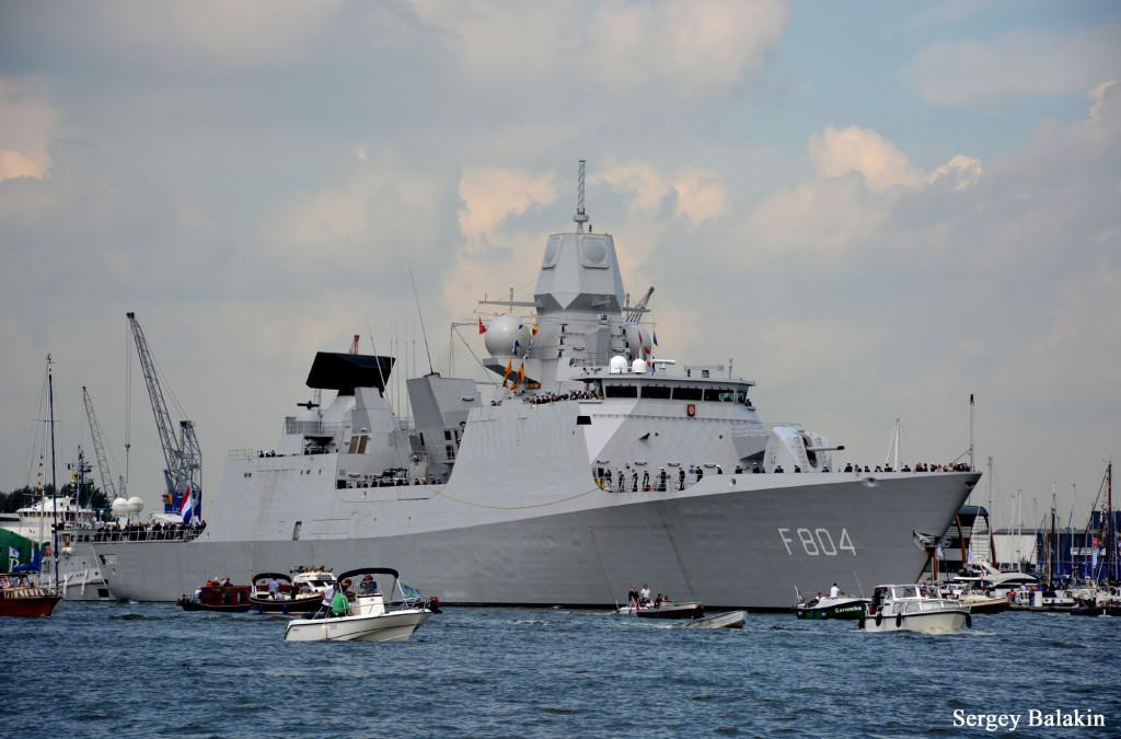 В фестивале Sail Amsterdam 2015 принимали участие военные корабли ВМС Нидерландов – ракетный фрегат «De Ruyter»…