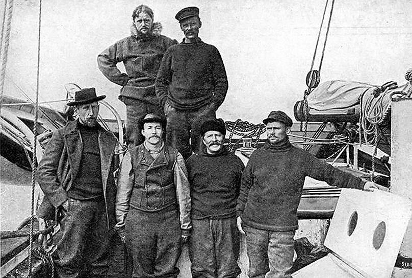 Амундсен, в первом ряду слева направо