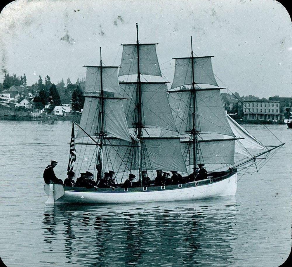 Американское учебное судно - шлюпка-парусник