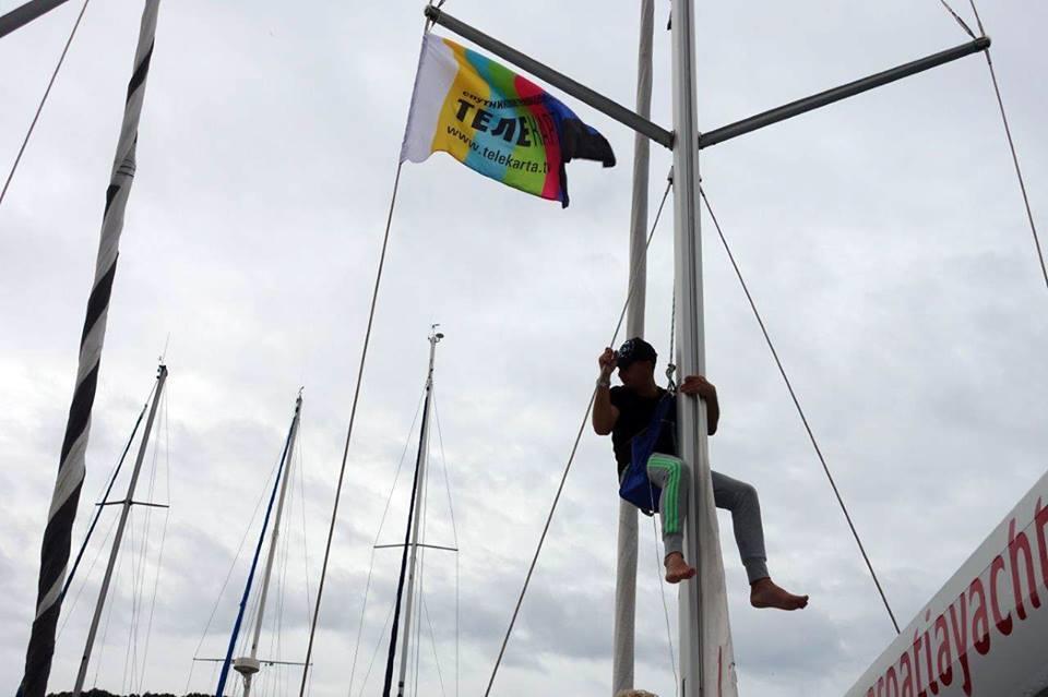 флаги повешены