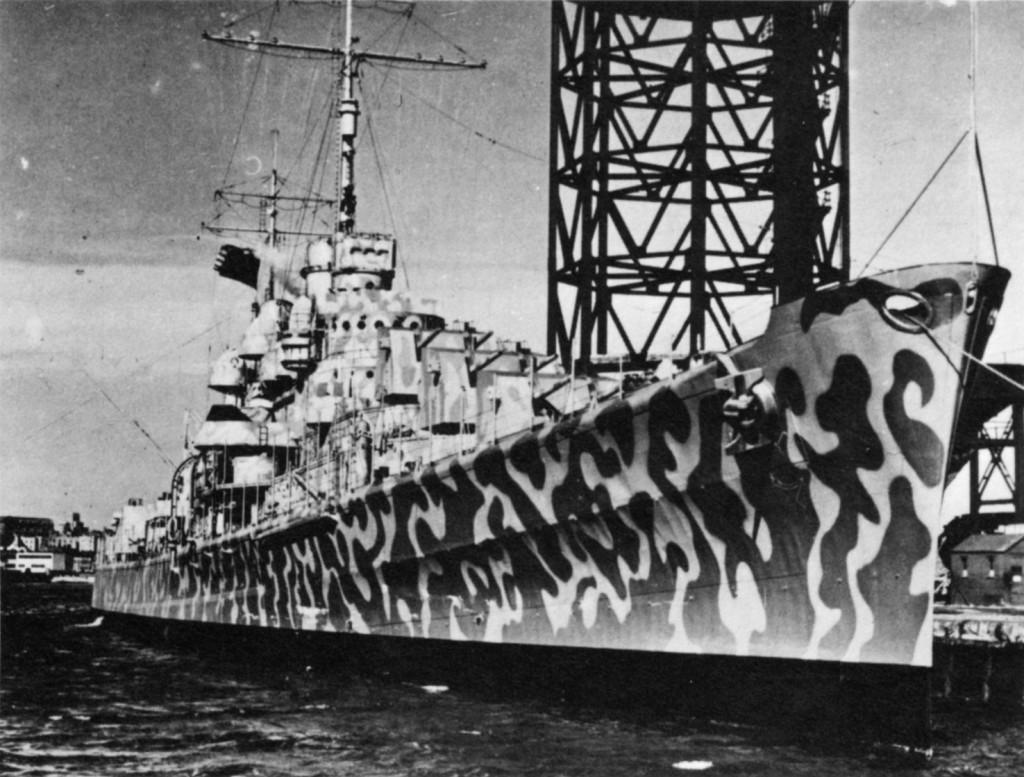 Американский крейсер ПВО «Juneau» во время Второй мировой войны был покрыт замысловатым узором, как говорится, «с головы до пят»