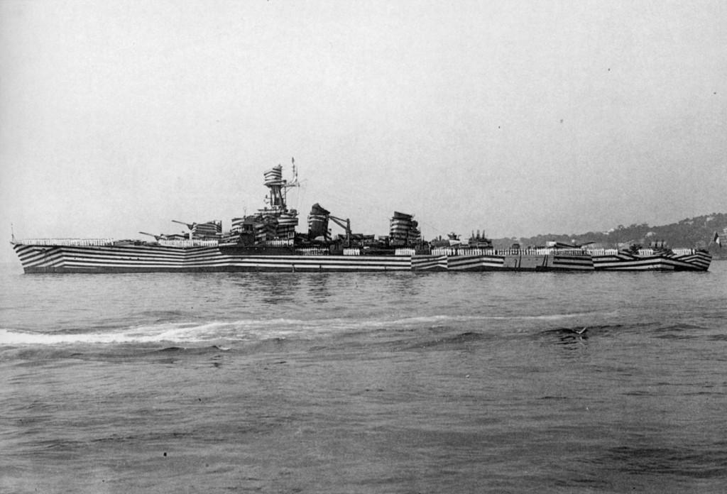 «Разлинованный» французский крейсер «Gloire» - обладатель очень необычной камуфляжной окраски