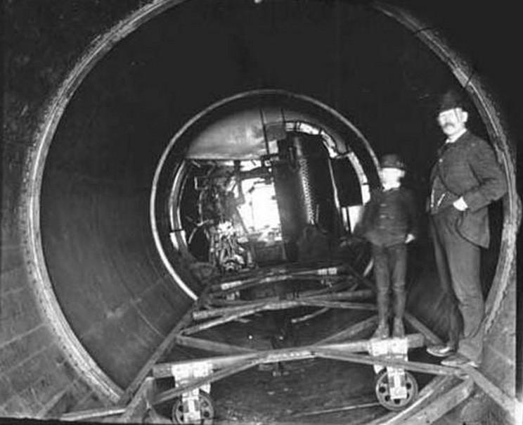 Внутренний корпус судна был установлен внутри вращающегося цилиндра на специальных роликах