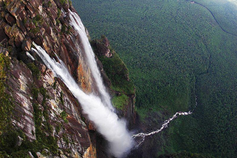 800px-Angel_Falls_in_Venezuela