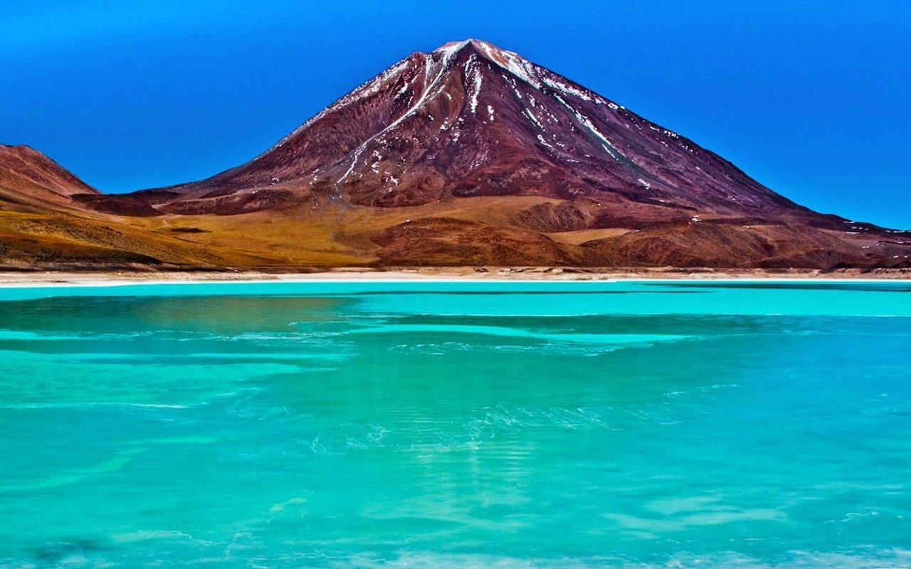Лагуна верде. она же озеро Потоси. Боливия.