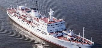 Исследовательское судно «Адмирал Владимирский» направляется к Антарктиде