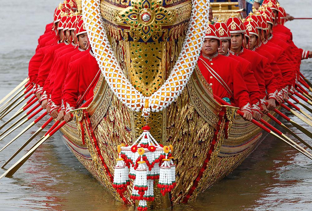 Королевские лодки во время торжественной церемонии в Бангкоке, ноябрь 2012 г.