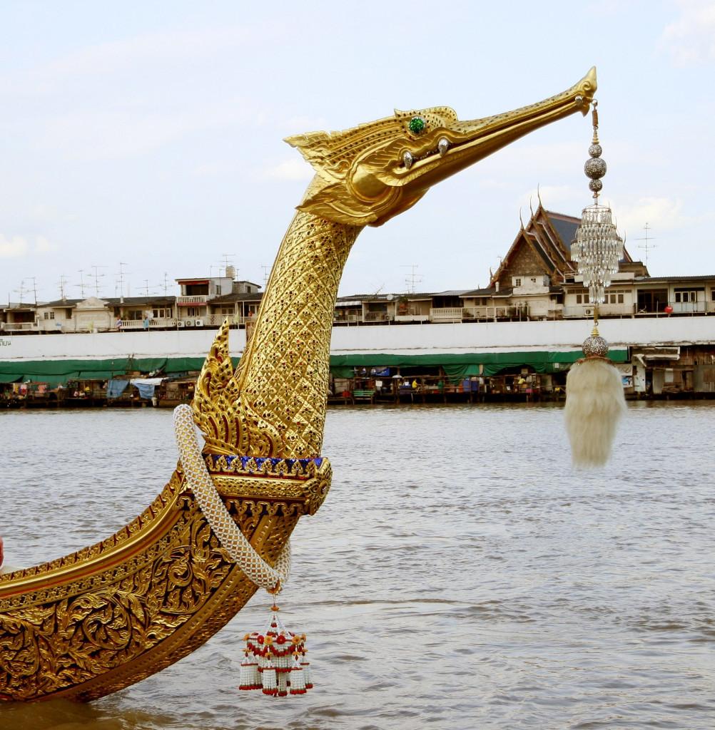 Носовое украшение лодки «Золотой лебедь» – голова мифической птицы Хонгса