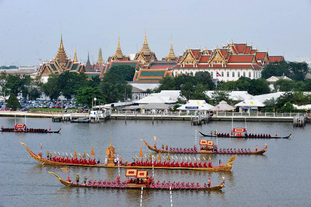 Королевская процессия на реке Чао Прайя в Бангкоке
