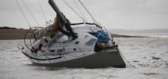 Крушение яхты российского путешественника у берегов Великобритании.