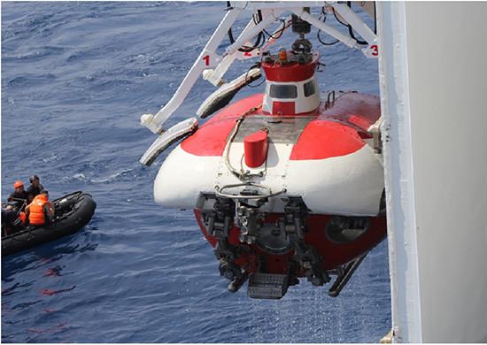 подводная лодка глубина погружения до 6000 м