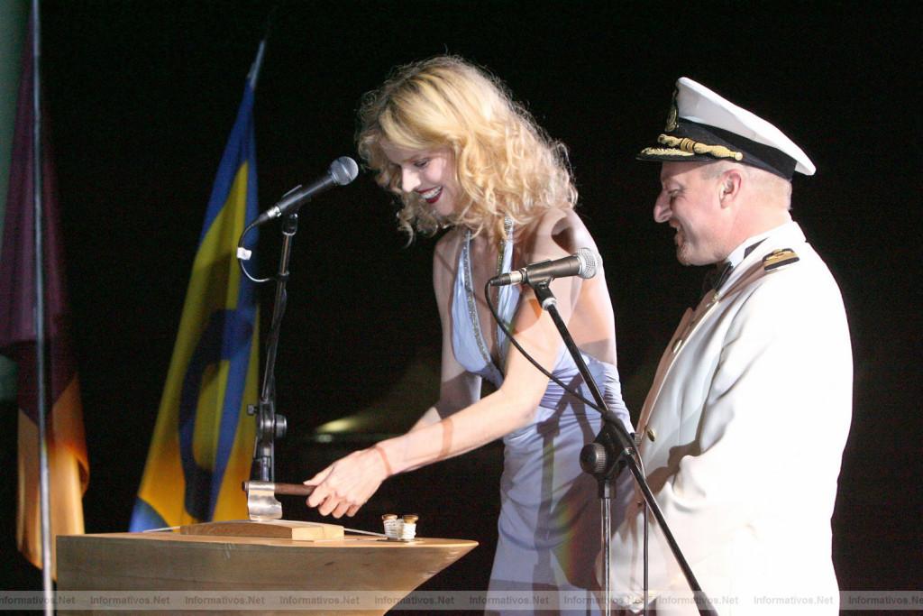 Ева Герцигова на церемонии крещения «Коста Конкордии». Чивиттавеккья, 7 июля 2006 г.