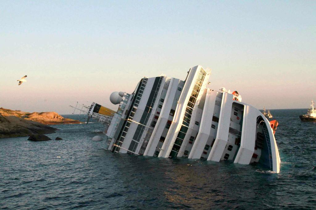 «Коста Конкордия» затонула в непосредственной близости от берега