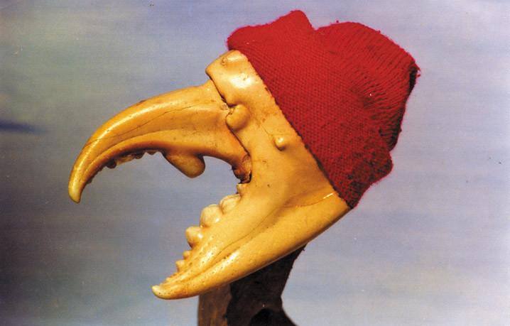 Фотография-шарж Лабана: клешня краба, на которую сверху, как на голову, надета маленькая красная шапочка. Видно явное сходство с портретом Ж-И.Кусто