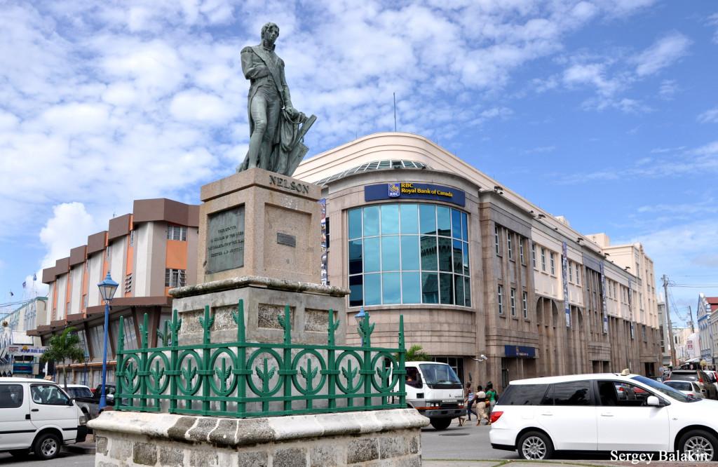 На площади Национальных героев в центре столицы Барбадоса высится памятник адмиралу Нельсону, воздвигнутый ещё в 1813 г.