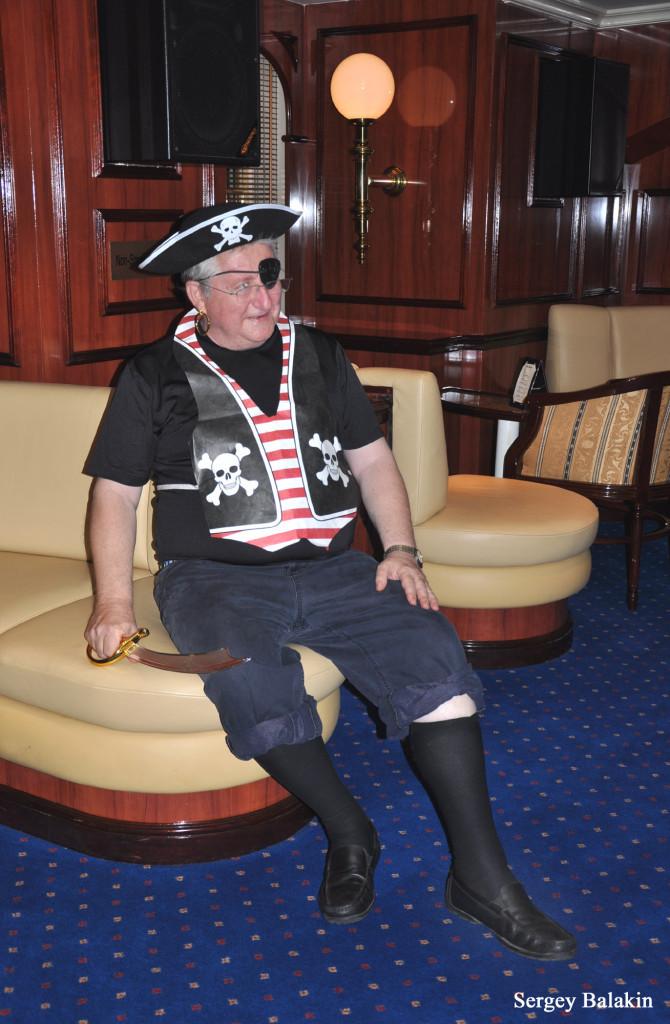 На парусном круизном судне «Royal Clipper», регулярно посещающим Барбадос, во время плавания обязательно проводится «пиратская вечеринка». В ней участвуют и пассажиры, и экипаж судна