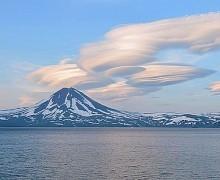 Курильское озеро замерзло впервые за десятилетие